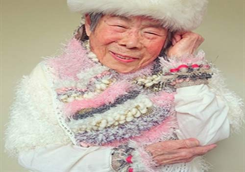 این پیرزن 90 ساله مانکن را ببینید +عکس