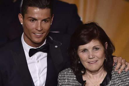 کادوی تولد گرانقیمت فوتبالیست مشهور به مادرش +عکس