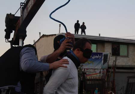 قاتل زن جوان دارابکلایی در ملأ عام اعدام شد +عکس