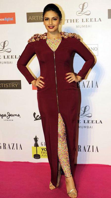شیک ترین مدل های لباس هما قریشی روی فرش قرمز بالیوود