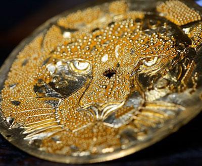 شیک ترین ساعت طلایی برند کارتیه با طرح یوزپلنگ
