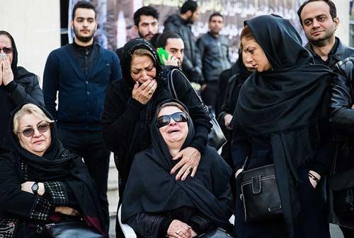 تصاویر چهرههای مشهور در مراسم تشییع رضا احدی + فیلم