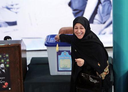 محمدجواد ظریف و همسرش در حال رای دادن +عکس