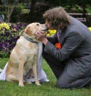 ازدواج عجیب این پسر 20 ساله با سگ ماده (عکس)