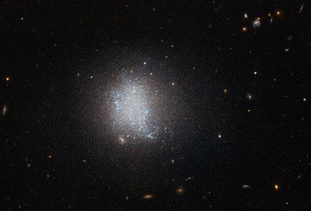 چرا فضا تاریک است؟تاریک بودن فضا ، چرا ؟