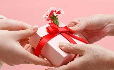 چگونه به دوستانمان هدیه بدهیم و هدیه بگیریم
