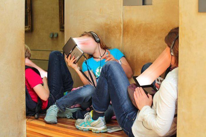 تصاویری از وابستگی افراد به تلفن همراه