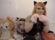 طرز زندگی عجیب یک دختر مشابه گربه ها