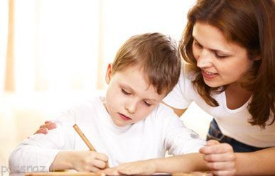 تشویق کردن فرزند برای انجام تکالیف مدرسه