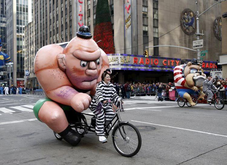 رژه عروسک های بادکنکی در روز شکرگزاری آمریکا