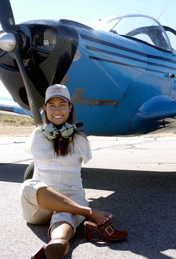 عکس های جالب از اولین خلبان زن بدون دست