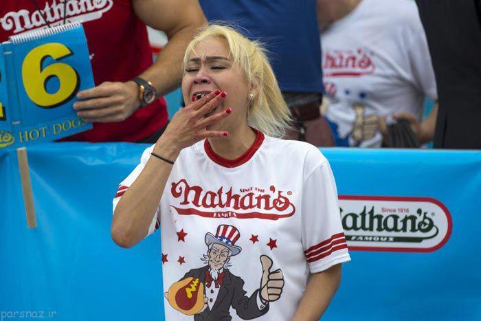 تصاویری جالب از مراسم جام هات داگ خوری در آمریکا