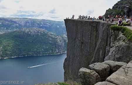 ایستادن در لبه ی عجیب ترین مکان های دنیا