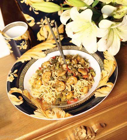 آموزش طرز پخت غذاهای با میگو و نودل