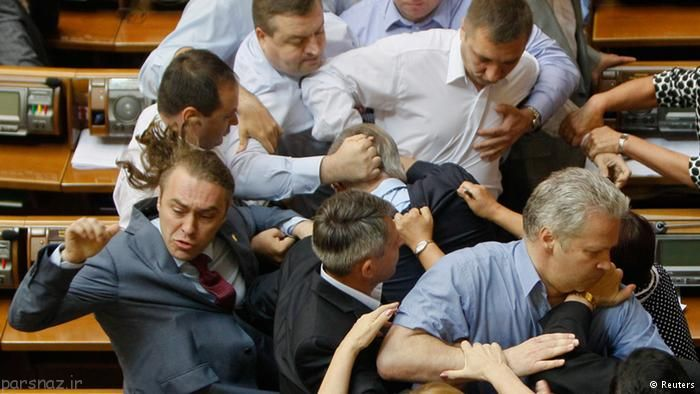 تصاویر خنده دار از دعوای نمایندگان مجلس در دنیا