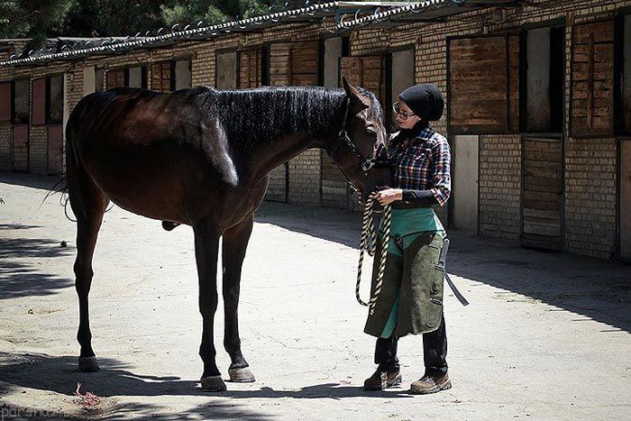 فرناز هاشمی تنها بانوی نعلبند ایران