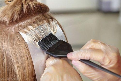 نکات لازم هنگام رنگ کردن ریشه مو را بدانیم