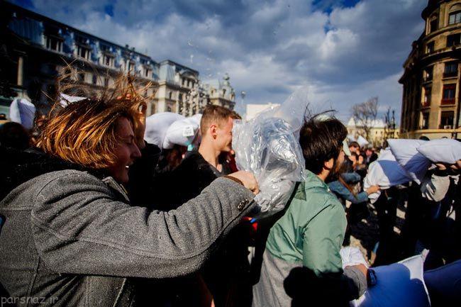 جشن جنگ بالش ها به روایت تصویر