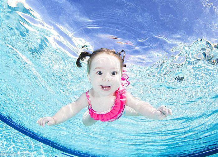 شنا کردن کودکان در زیر آب به روایت تصویر