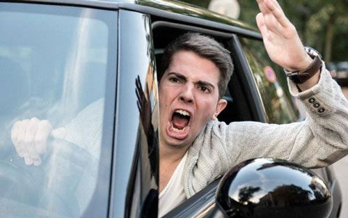 نکات رانندگی خوب چطور پشت فرمان عصبانی نشویم؟