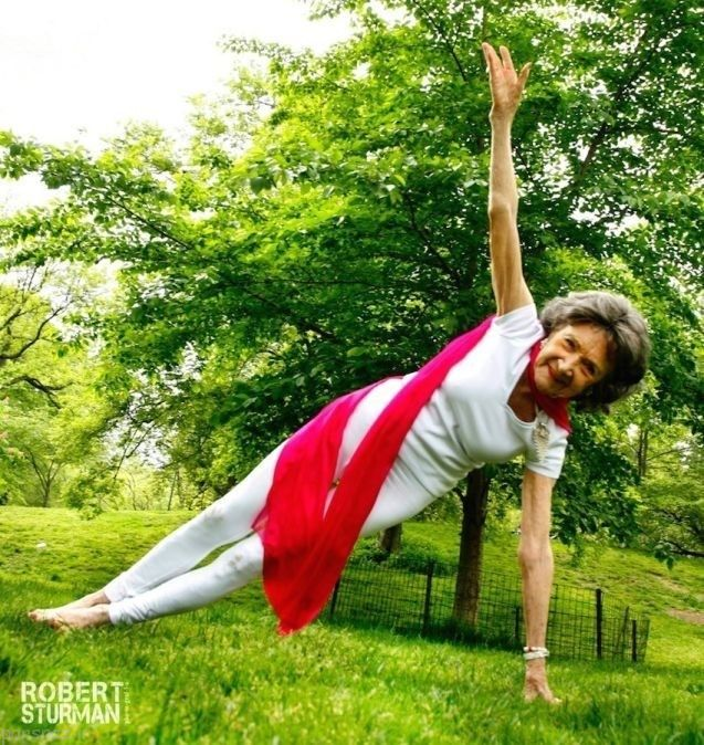 مسن ترین مربی یوگا در دنیا یک پیرزن است