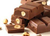 کسانی که میگرن دارند خوردن شکلات و آجیل ممنوع