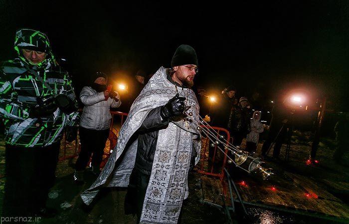 مراسم عجیب حمام وسط یخ ها در روسیه