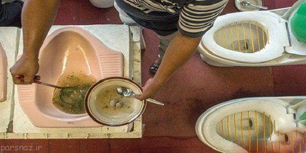 سرو غذا در کاسه توالت در اندونزی +عکس