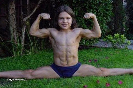 بدن زیبای این کودک بدنساز خوش اندام +عکس