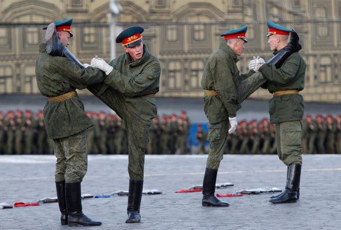 عکس های رژه های منظم نظامی و دقت های میلیمتری