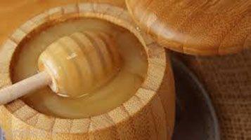 عسل خام و خواص درمانی آن را بشناسیم