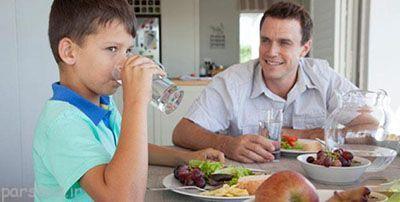 در حین غذا خوردن آب ننوشید