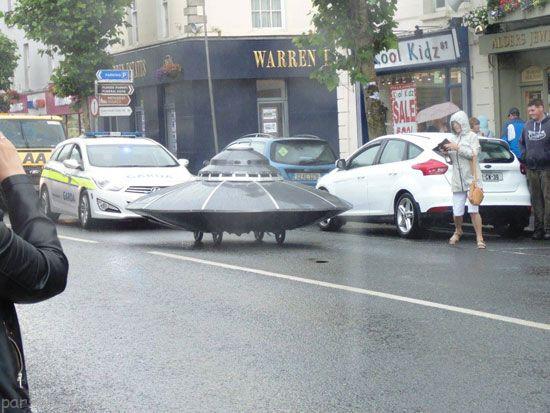 بشقاب پرنده فضایی توسط پلیس به دام افتاد