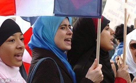 جنجالی شدن لباس شنای زنان مسلمان در فرانسه