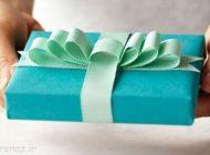 چگونه هدیه را با روبان های رنگی تزیین کنیم؟