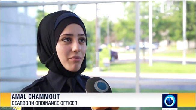 این زن مسلمان اولین پلیس محجبه آمریکا شد