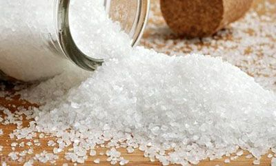 نمک و شکر را به میزان کم مصرف کنید