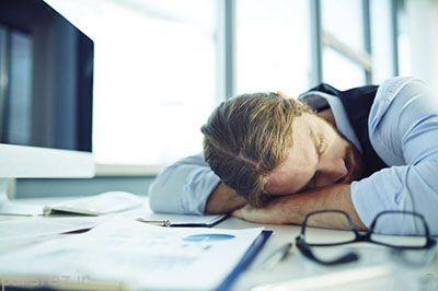 کم خوابی برای بدن مشکل ایجاد می کند