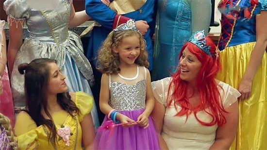 دختر 5 ساله در دادگاه همراه با شاهزاده دیزنی