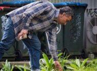 تمیز کردن خیابان ها بدون هیچ حقوقی در 12 سال