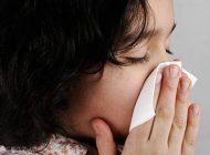 به کودک آموزش دهیم بینی خود را پاک کند