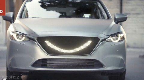 خودرویی که به عابران پیاده لبخند می زند