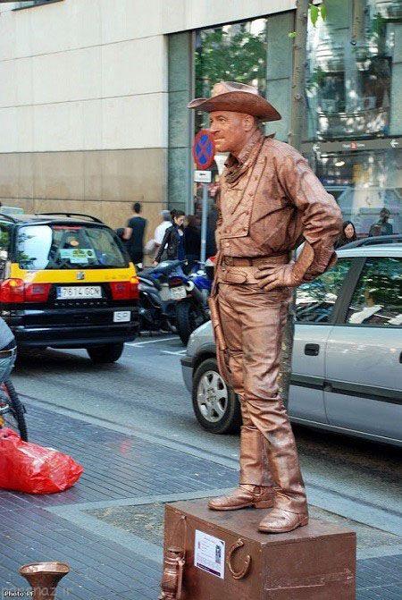 هنرمندان خیابانی در نقش مجسمه های زنده