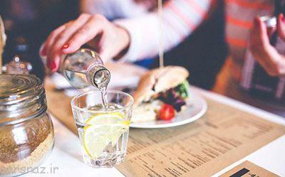 نوشیدن آب هنگام غذا خوردن مضر است