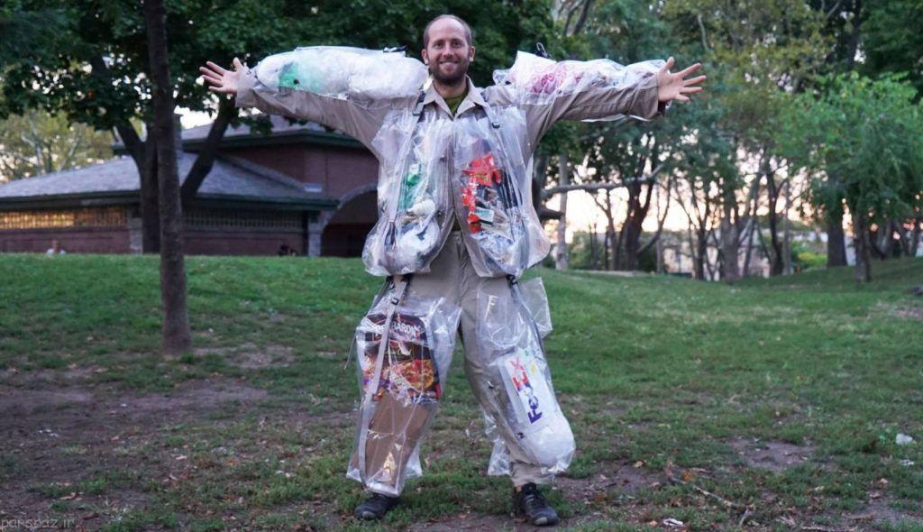 لباس های این مرد از جنس آشغال است