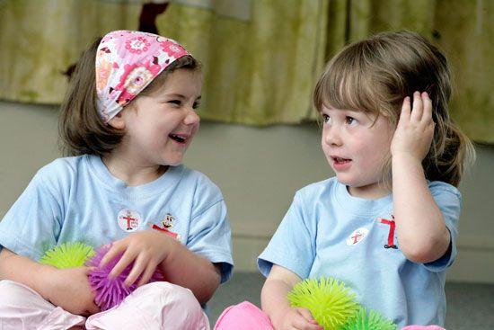 آموختن حرف زدن به کودکان