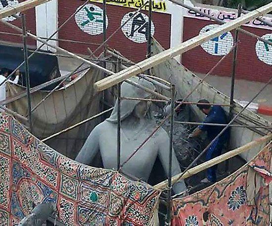 مجسمه مادر و پسر دردسر ساز شد +عکس