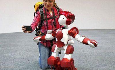 این ربات در فرودگاه توکیو به کمک شما می آید