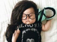 عکاسی جالب مادر از دخترش در خواب