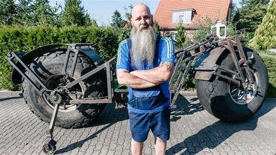 این مرد دوچرخه 1 تنی را رکاب زد